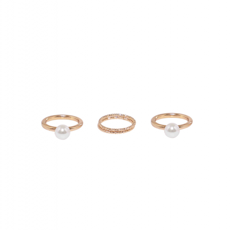 RINGS SET WITH PEARLS