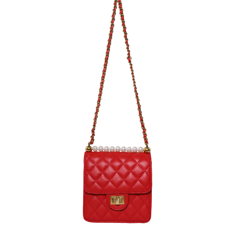 QUILTED BAG WITH PEARLS